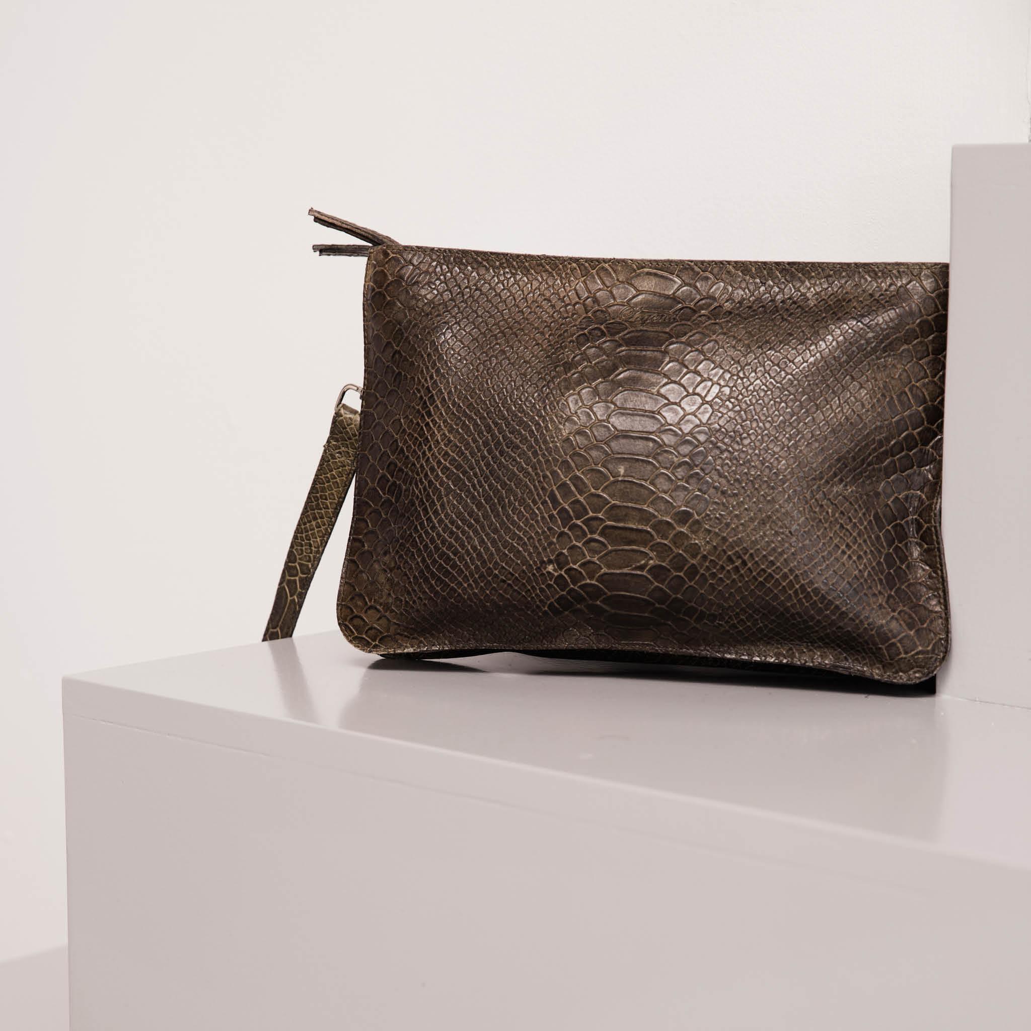 Legend-leather-bag-Arola-olive
